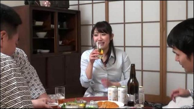 飲み会でテッパンのエロ古今東西。淫語を連発して発情興奮した泥酔OLがチ●ポをおねだり その場で即ハメ中出し!
