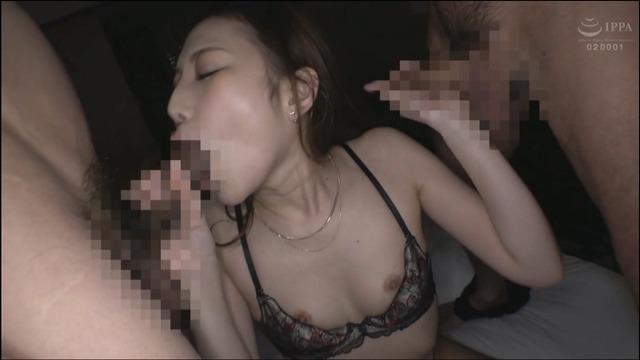 SEX依存症のお姉さん、上下の穴でチ〇ポを咥えて大絶頂!!画像