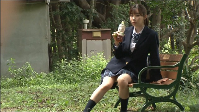 深田えいみさん、野外にいるいろんなチ〇コをしゃぶり尽くす。